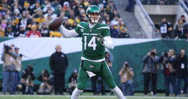 New York Jets quarterback Sam Darnold (14) drops back to pass against the Pittsburgh Steelers during the second quarter on Dec 22, 2019 at MetLife Stadium.