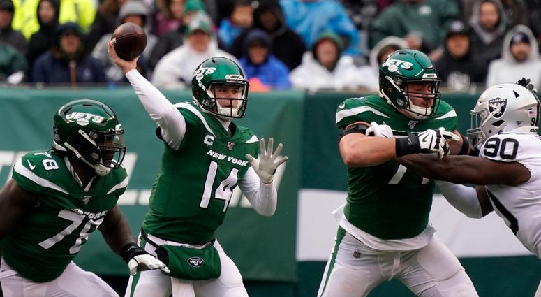 Sam Darnold throws a pass during the first half against the Oakland Raiders at MetLife Stadium Nov 24, 2019; East Rutherford, NJ