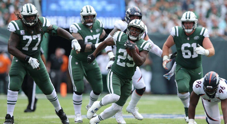 Jets running back Bilal Powell runs the ball against the Denver Broncos on Oct. 7, 2018, at MetLife Stadium.