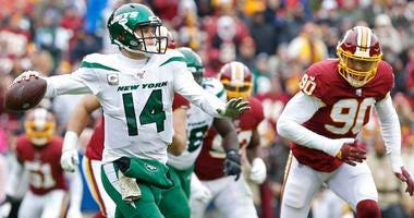 Jets QB Sam Darnold passes against the Redskins on Nov. 17, 2019.