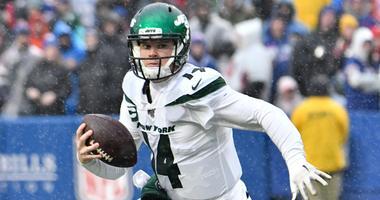 Jets quarterback Sam Darnold scrambles against the Buffalo Bills Dec 29, 2019; Orchard Park, New York