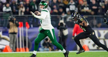 Jets quarterback Sam Darnold looks to throw as Baltimore Ravens cornerback Marlon Humphrey applies pressure during the second quarter at M&T Bank Stadium.
