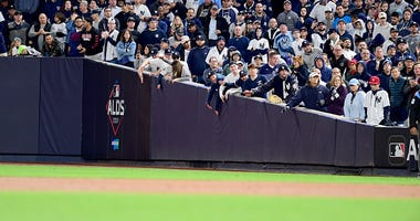 Yankees fans get loud at the ALDS
