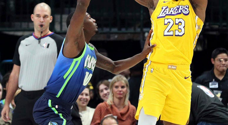 Lebron James Posts 35 Points 16 Boards Lakers Beat Mavs