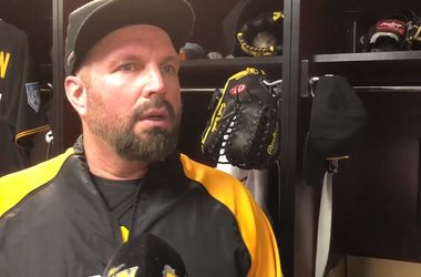 Garth Brooks reports to Spring Training for his Teammates for Kids charity.