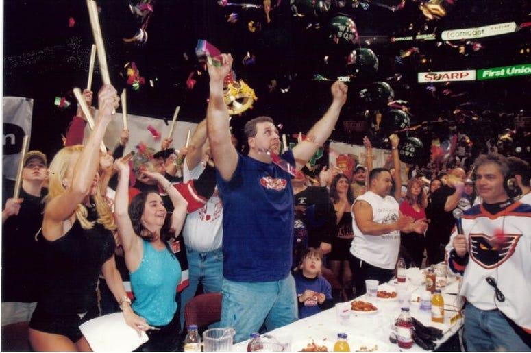 """Bill """"El Wingador"""" Simmons wins Wing Bowl"""