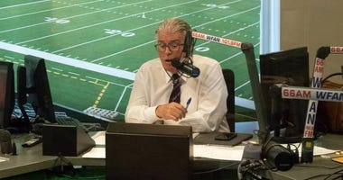 WFAN host Mike Francesa at the microphone
