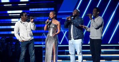 Alicia Keys and Boyz II Men perform Its So Hard To Say Goodbye at Grammys