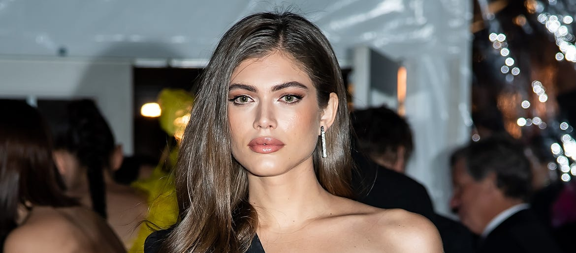 Valentina Sampaio Is Si Swimsuit S First Trans Model 1010 Wins