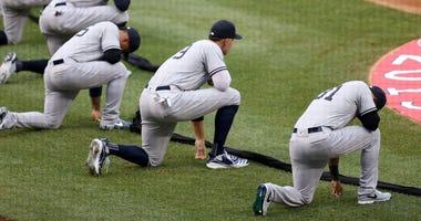 Yankees kneel