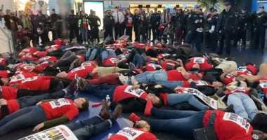 Die-in protest at JFK by airport workers