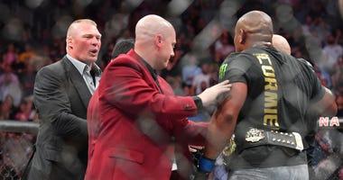 Brock_Lesnar_Confronts_Daniel_Cormier_UFC