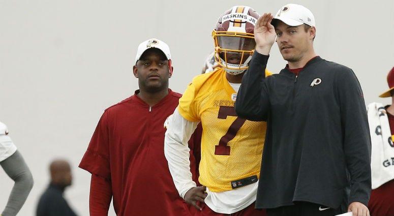 Redskins offensive coordinator Kevin O'Connell speaks to QB Dwayne Haskins.