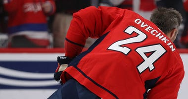 Alex Ovechkin honors Kobe Bryant, wearing No. 24 in warm-ups