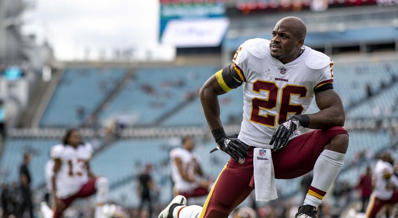 Adrian_Peterson_Stretching