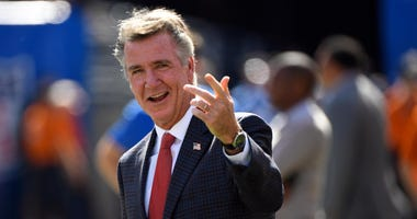 Redskins president Bruce Allen on the sidelines before the game against the New York Giants.