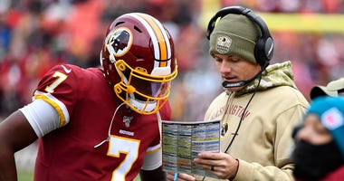 Dwayne Haskins talks with Redskins offensive coordinator Kevin O Connell.