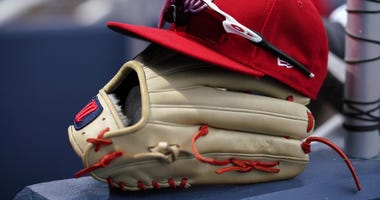 nationals_hat_glove