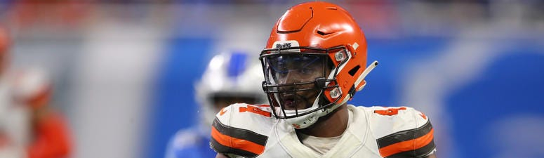 Nate Orchard, playing for the Cleveland Browns, runs for a second quarter touchdown.