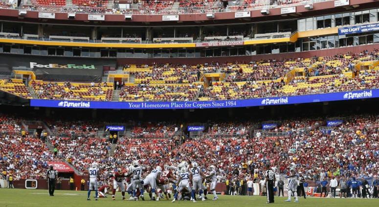 Redskins_Colts_Crowd