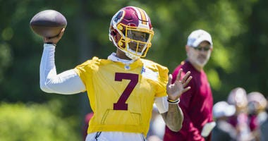 Dwayne Haskins makes a throw at Redskins minicamp.