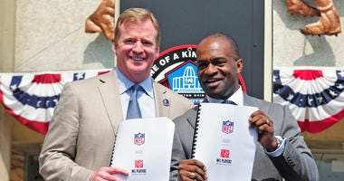 Roger Goodell and Demaurice Smith after signing NFL's CBA in 2011.