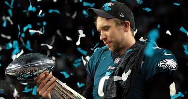 Eagles won't use franchise tag on Nick Foles