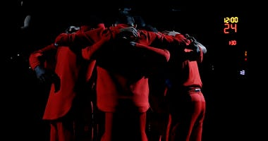 wizards_huddle