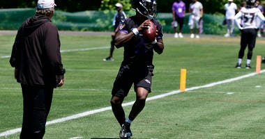 Marty Mornhinweg Watches Rookie Lamar Jackson Drop Back In Training Camp