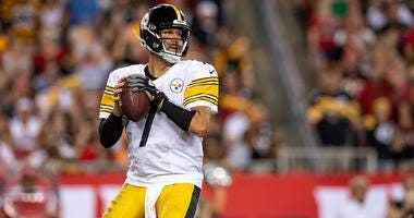 Sep 24, 2018; Tampa, FL, USA; Pittsburgh Steelers quarterback Ben Roethlisberger (7) backs up to pass during the second half against the Tampa Bay Buccaneers at Raymond James Stadium. Mandatory Credit: Douglas DeFelice-USA TODAY Sports