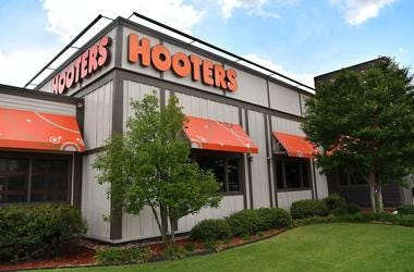 First Responders Eat Free At Hooters Monday