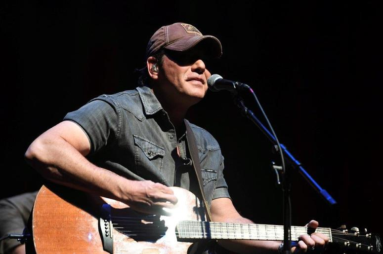 Rodney Atkins at KISS Country 99.9 Stars and Guitars