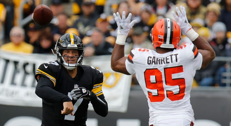 PITTSBURGH, PA - OCTOBER 28: Ben Roethlisberger #7 of the Pittsburgh Steelers attempts a pass as Myles Garrett #95 of the Cleveland Browns defends during the first half in the game at Heinz Field on October 28, 2018 in Pittsburgh, Pennsylvania. (Photo by