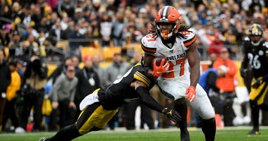 PITTSBURGH, PA - DECEMBER 01: Kareem Hunt #27 of the Cleveland Browns runs to the end zone for a 15-yard touchdown reception in the second quarter during the game against the Pittsburgh Steelers at Heinz Field on December 1, 2019 in Pittsburgh, Pennsylvan