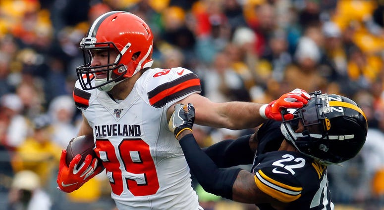 PITTSBURGH, PA - DECEMBER 01: Stephen Carlson #89 of the Cleveland Browns stiff arms Steven Nelson #22 of the Pittsburgh Steelers in the first half on December 1, 2019 at Heinz Field in Pittsburgh, Pennsylvania. (Photo by Justin K. Aller/Getty Images)