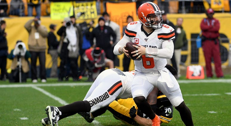 PITTSBURGH, PA - DECEMBER 01: Baker Mayfield #6 of the Cleveland Browns scrambles out of the pocket in the second quarter during the game against the Pittsburgh Steelers at Heinz Field on December 1, 2019 in Pittsburgh, Pennsylvania. (Photo by Justin Berl