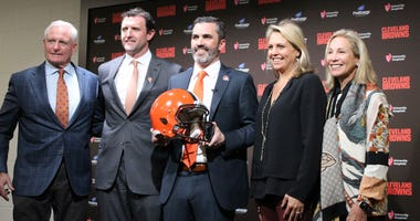 Kevin Stefanski with Dee and Jimmy Haslam