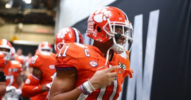 Clemson Tigers linebacker Isaiah Simmons (11)