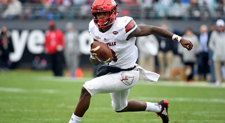 ouisville Cardinals quarterback Lamar Jackson (8) runs for a touchdown during the first half against the Mississippi State Bulldogs in the 2017 TaxSlayer Bowl