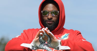 Receiver Jarvis Landry (14) poses with Pro Bowl logo gloves during AFC practice for the 2018 Pro Bowl