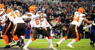 Dec 30, 2018; Baltimore, MD, USA; Cleveland Browns quarterback Baker Mayfield (6) throws a pass against the Baltimore Ravens at M&T Bank Stadium.
