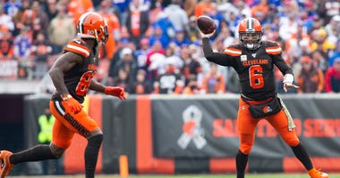 Cleveland Browns wide receiver Jarvis Landry (left) and quarterback Baker Mayfield (right)