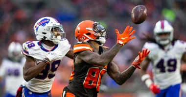 Nov 10, 2019; Cleveland, OH, USA; Cleveland Browns wide receiver Jarvis Landry (80) makes a reception under coverage by Buffalo Bills cornerback Levi Wallace (39) during the fourth quarter at FirstEnergy Stadium. Mandatory Credit: Scott R. Galvin-USA TODA