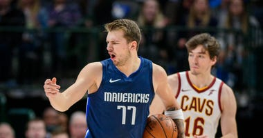 Dallas Mavericks forward Luka Doncic (77)
