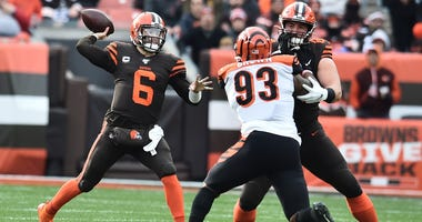 Cleveland Browns quarterback Baker Mayfield (6) throws a pass as center JC Tretter (64) blocks Cincinnati Bengals defensive tackle Andrew Brown (93) during the first half at FirstEnergy Stadium.