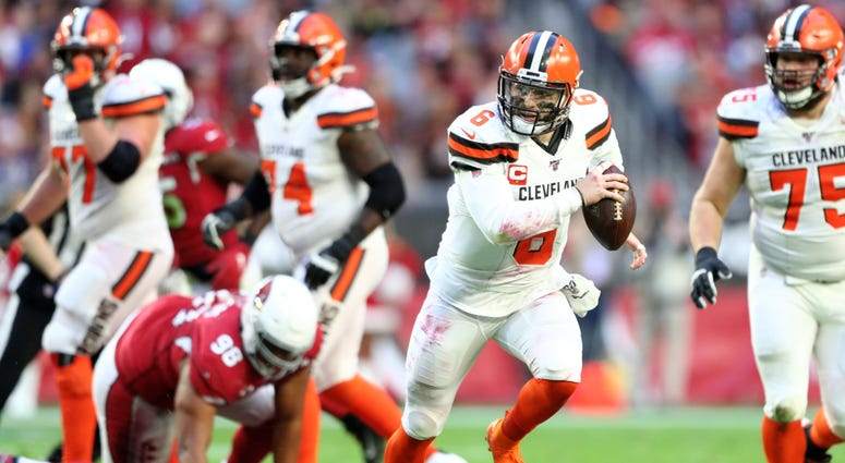 Cleveland Browns quarterback Baker Mayfield (6) runs the ball against the Arizona Cardinals at State Farm Stadium.