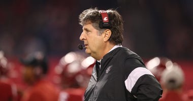 Washington State Cougars head coach Mike Leach against the Air Force Falcons during the Cheez-It Bowl at Chase Field.
