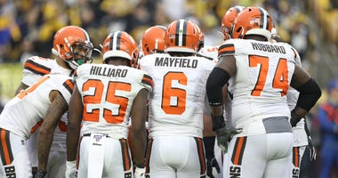 Browns offensive huddle