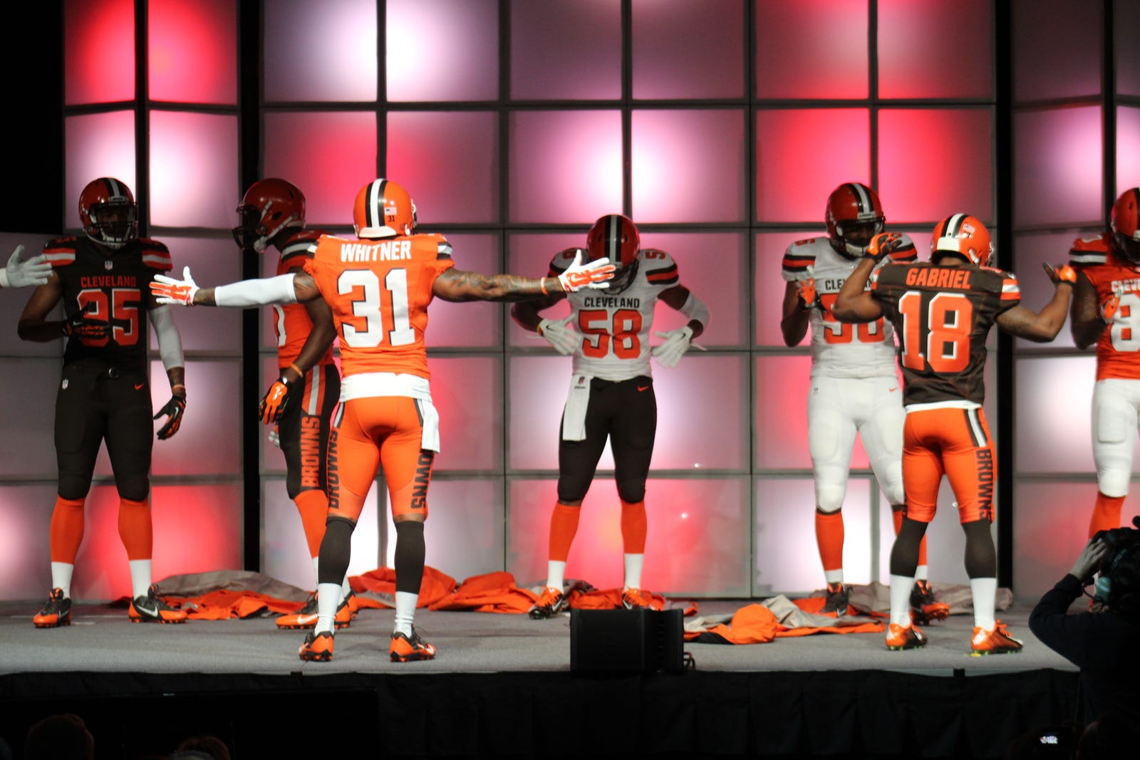 IMAGE(https://images.radio.com/wkrkfm/s3fs-public/browns%20new%20uniforms.jpg)