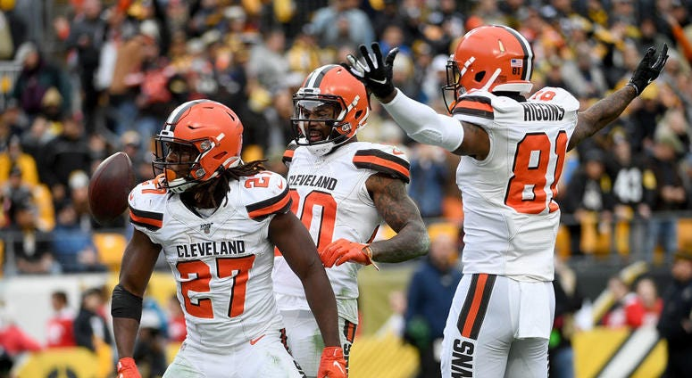 Kareem Hunt #27 of the Cleveland Browns celebrates with Rashard Higgins #81 after an 15-yard touchdown reception in the second quarter during the game against the Pittsburgh Steelers